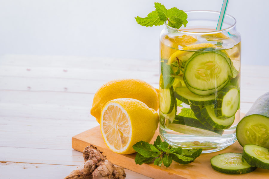 6 receitas de água aromatizada perfeitas para a sua saúde