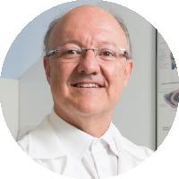 Dr. Bruno Naves