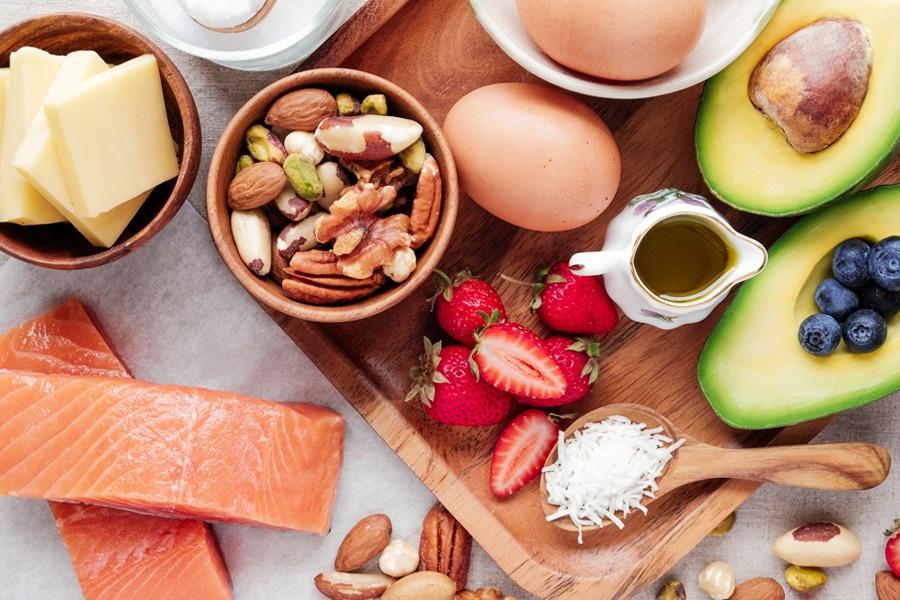 Alimentos que representam os macronutrientes visto de cima