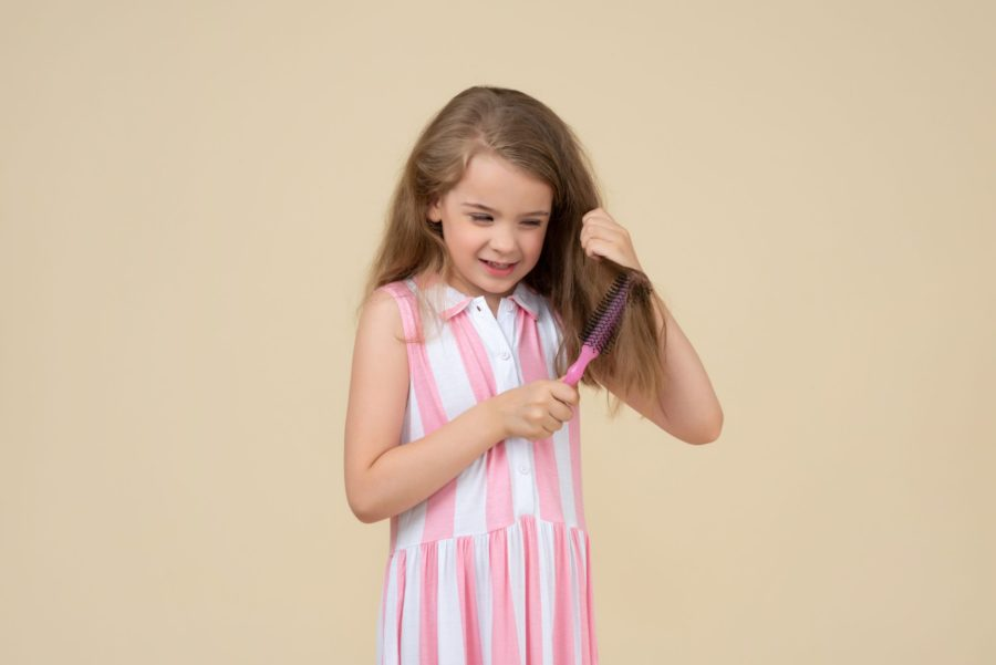Queda de cabelos em crianças: o que você precisa saber?