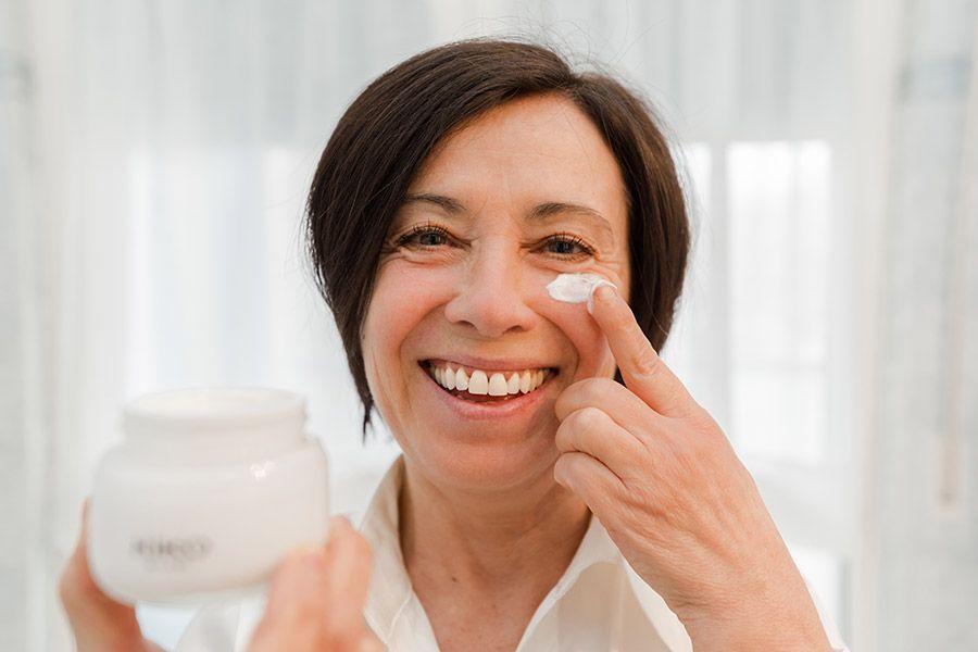Cuidados com a pele dos 50 aos 60 anos: 3 procedimentos essenciais para o pós-menopausa