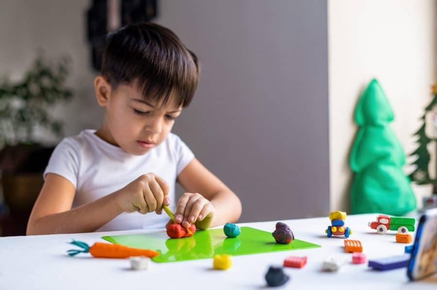Sinais de autismo: como identificar o TEA em crianças de 2 a 4 anos?