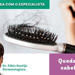 Imagem de capa de um texto sobre queda de cabelos da editoria conversa com o especialista. No canto inferior, foto do dermatologista Fábio Gontijo e, ao centro, imagem de uma escova de cabelo lotada de fios de cabelo provenientes da cabeça de uma mulher.